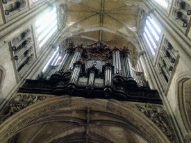 Back in St. Quentin on the bike organizing... a day tour through La Basilique, is totally called for!